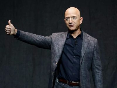 how much does Jeff Bezos make a second
